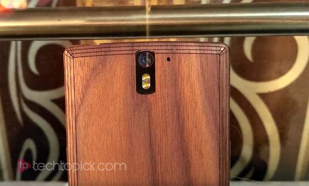 Toast wood case for smartphone